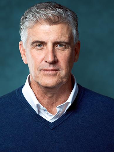 homem de meia idade camisola azul
