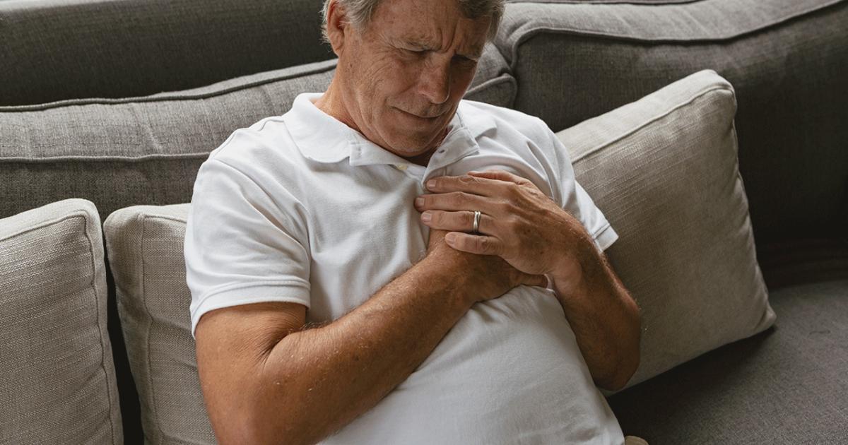sintomas cancro mama homem